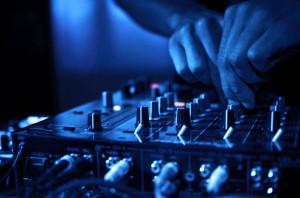 DJ mixelés közben