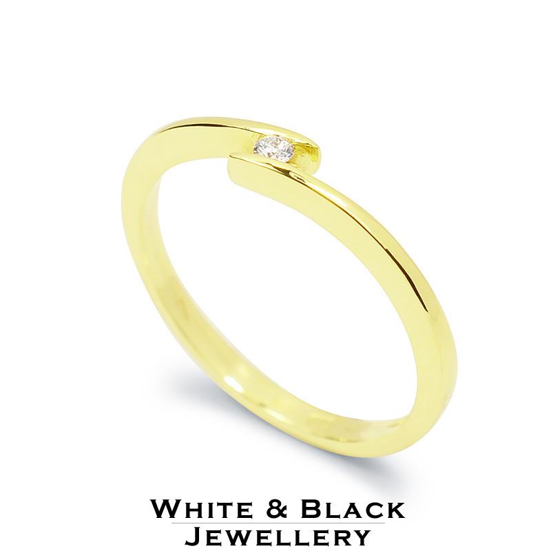 Arany eljegyzési gyűrűk